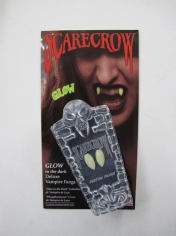 Scarecrow Glow In the Dark - Vampire Fangs
